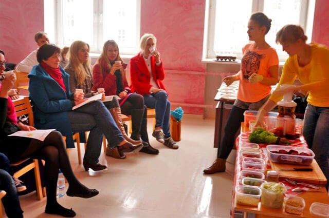 Elisa Oras teaches a raw food recipe class