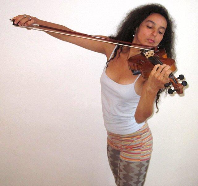 Eva Fruit plays a violin