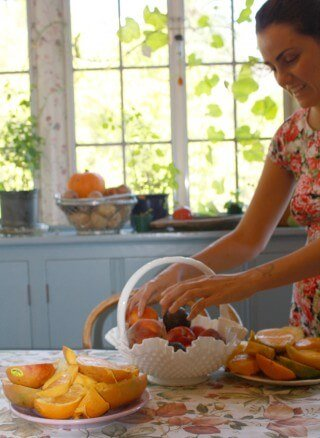 Jesi DiPalo choosing fruits from a basket