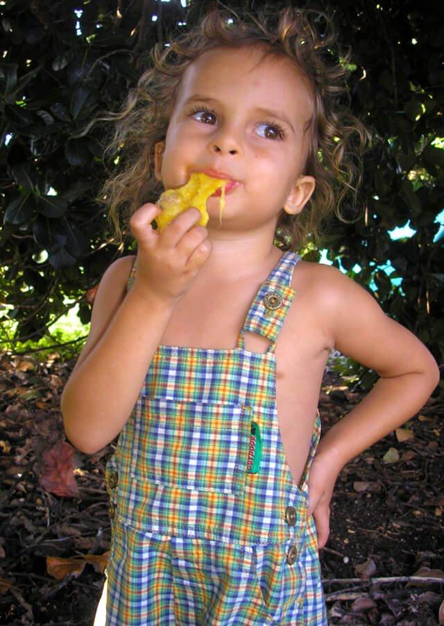 Cappi Osborne eats freshly foraged jackfruit